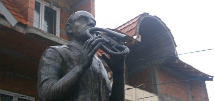 U Vranje nema laganje, tako kažu, međutim spomenik Bakija Bakića sve više propada!